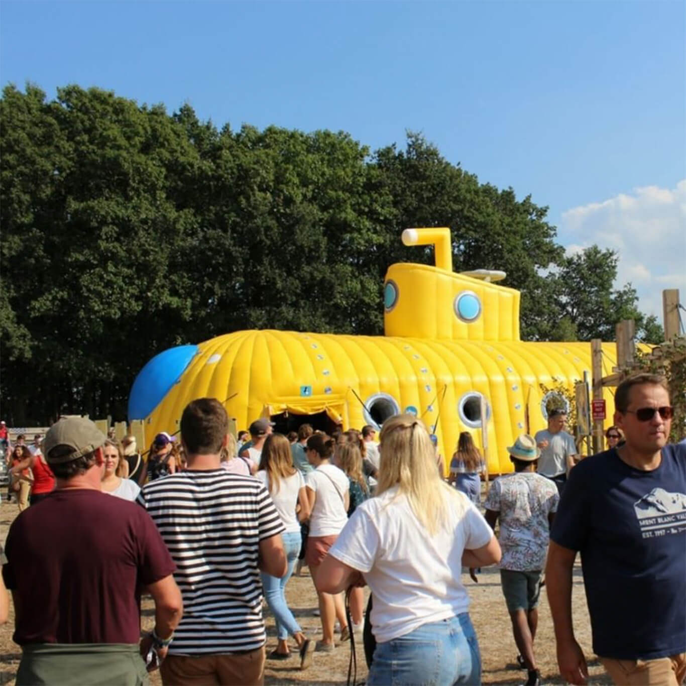 schoolfeest Kerktent yellow submarine