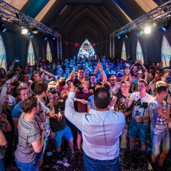 Opblaas-kerk party